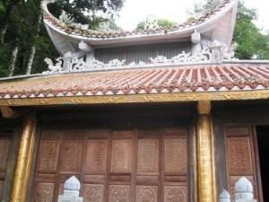 Visiting Mau Temple and Vang Pagoda in Tam Dao