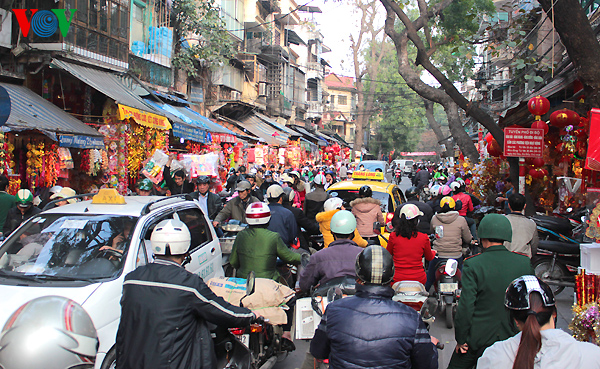 A Hanoi market for Kitchen Gods festival