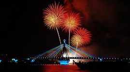 Fireworks contest to light up Han River in Danang