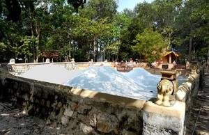 Visting national relic Thay Thim Temple