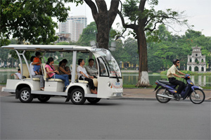 Hoan Kiem district pilots replacing cyclos with electric cars