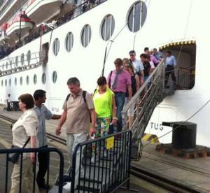 Luxury cruise travellers flock to Vietnam