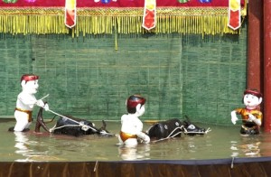 Vietnamese water puppetry leaves Astralian audiences stunned