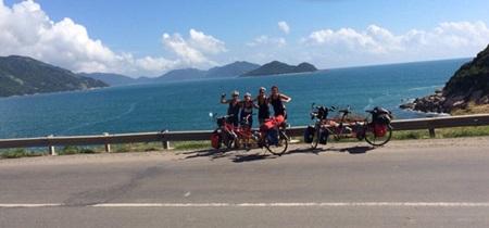 Ciclo olandese amici in tutto VN su moto costruite per due-1