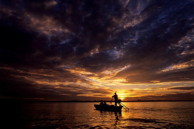 湄公河三角洲惊人日出 (照片: 克里斯·盖伊 / Flickr网站: pixelhut)