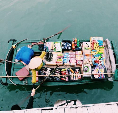 ハロン湾でボートベンダー