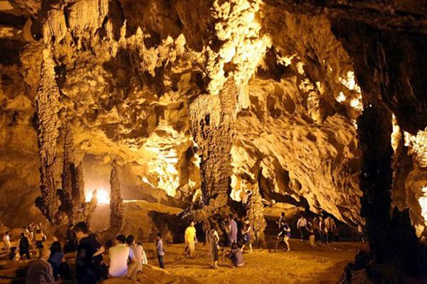 Nguom Ngao Cave in Gun Hamlet-8