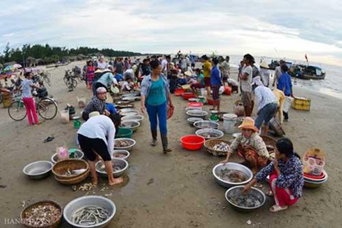 Hai Hoa Beach Fish Market-4