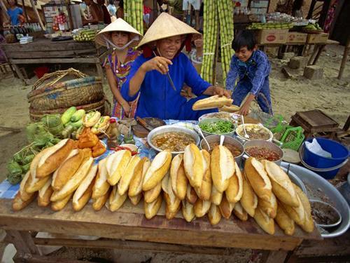 Sidewalk banh mi in Nha Trang