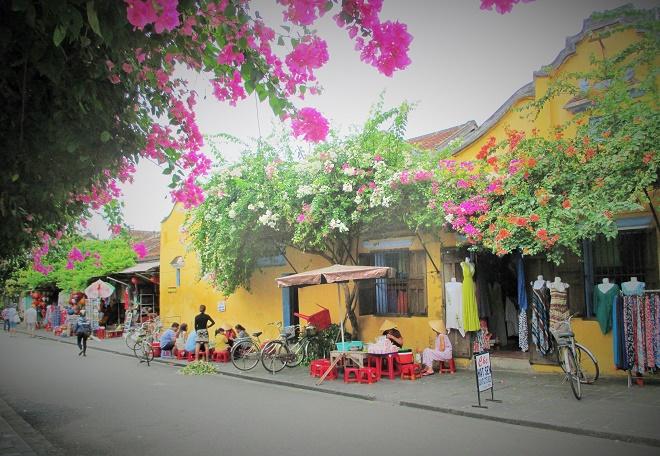 Walking along streets in Hoi An