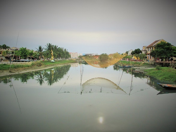 Hoi An ancient town shines on full-moon day-10