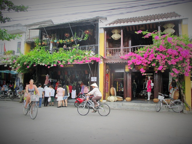 Hoi An ancient town shines on full-moon day-3