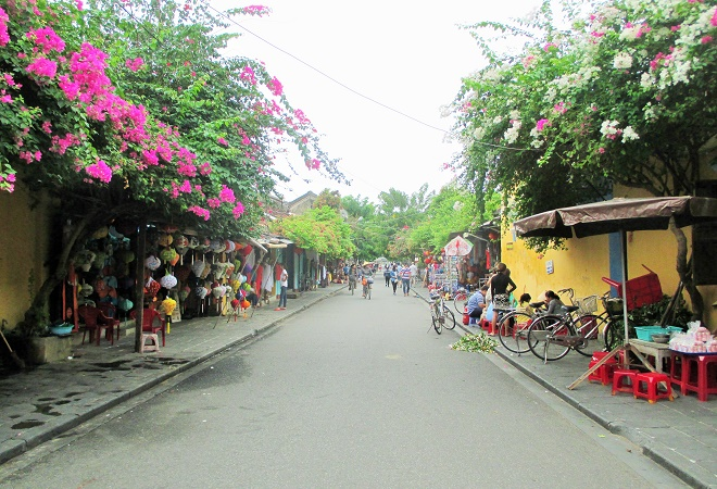 Hoi An ancient town shines on full-moon day-4