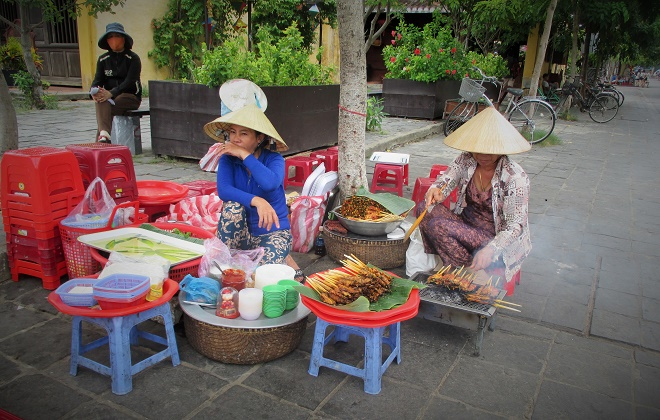 Hoi An ancient town shines on full-moon day-5