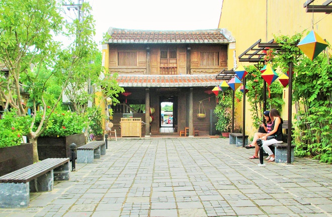 Hoi An ancient town shines on full-moon day-9