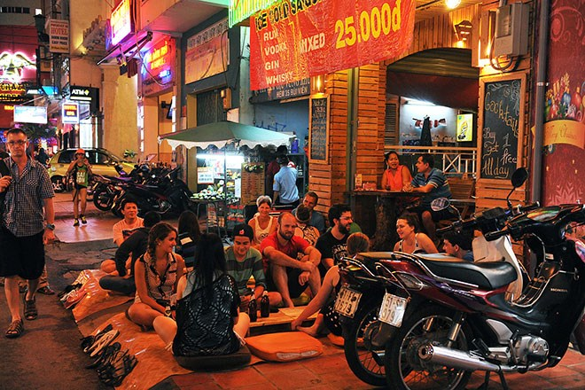 The streets for foreign visitors in Vietnam-03