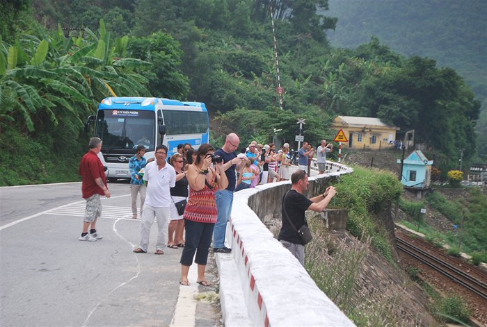 Foreign visitors stop on Hai Van Pass to take photos of Lang Co Bay
