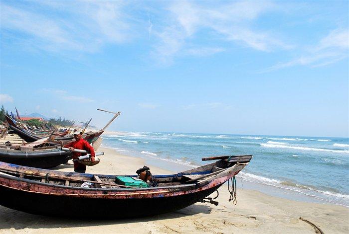 Un pêcheur sur la coopération Bay Beach Co Lang Lang - PHOTOS: TIEN SA
