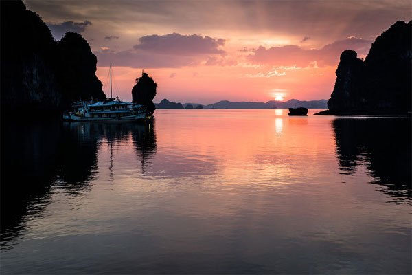 Ha Long Bay through Vietnamese photographer's lens-03