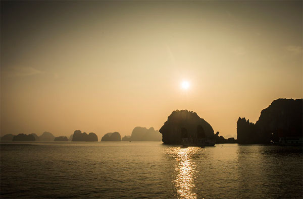 Ha Long Bay through Vietnamese photographer's lens-05