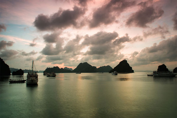 Ha Long Bay through Vietnamese photographer's lens-09