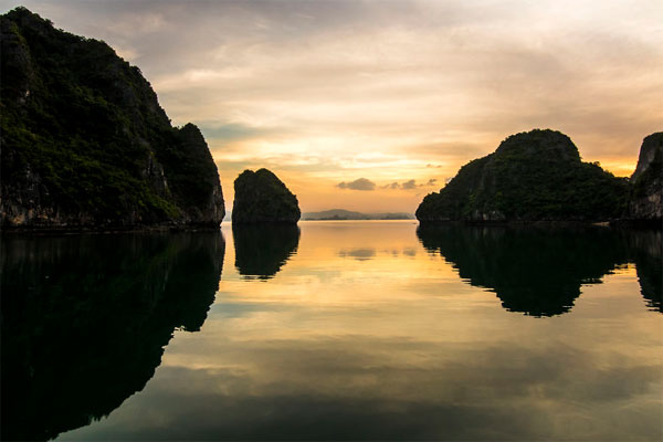Ha Long Bay through Vietnamese photographer's lens-10