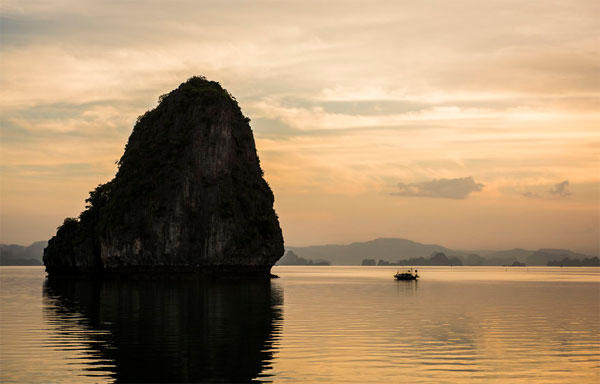 Ha Long Bay through Vietnamese photographer's lens-11