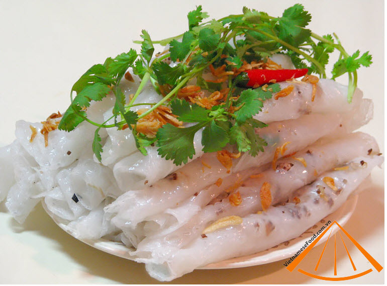 Steamed and meaty rolled rice pancake