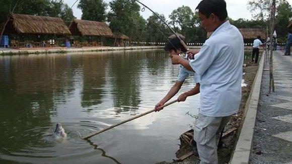 Hanoians angle for fishing treats