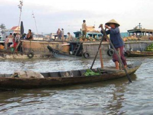 Debate on restoring floating market in Mekong Delta