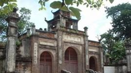 Int'l friends visit Co Loa Relics