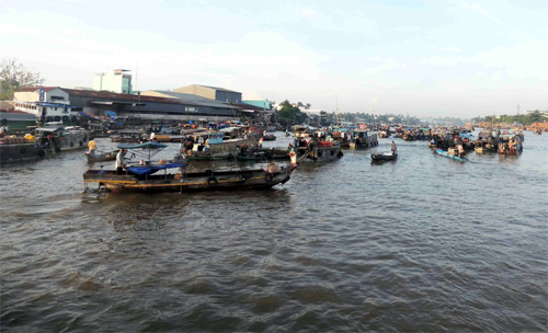 Cai Rang floating market - an attraction of Can Tho Province