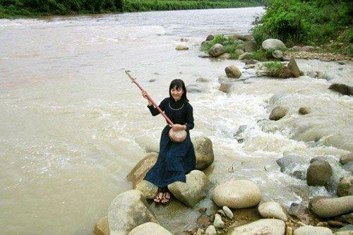 Binh Lieu sings with beauty