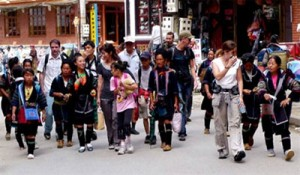 Lao Cai tourism rises from promoting combined strengths