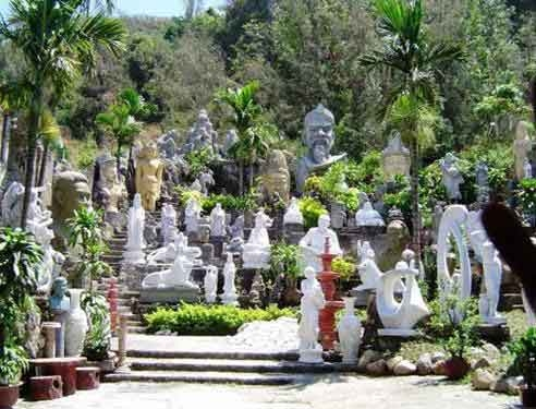 Non Nuoc carvers' village leaves no stone unturned