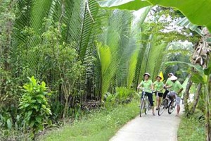 An Giang attracts thousands of holiday visitors