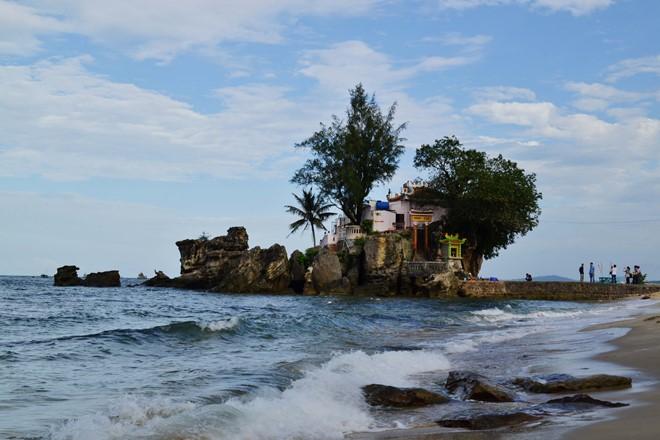 Dinh Cau (the Master's Palace)
