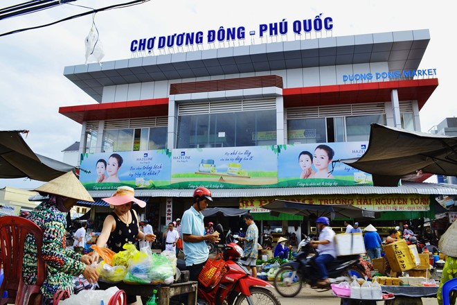 Duong Dong market is home to specialities of the southwestern region