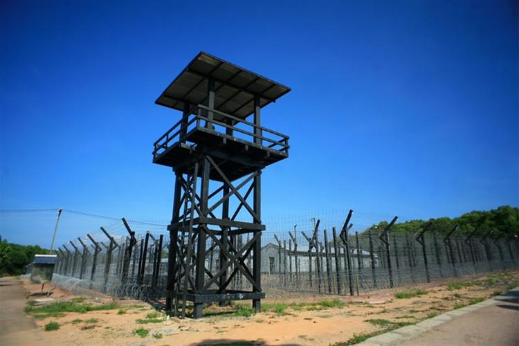 今天, 监狱是一个热门的旅游目的地,游客在这里可以了解该国的解放斗争.